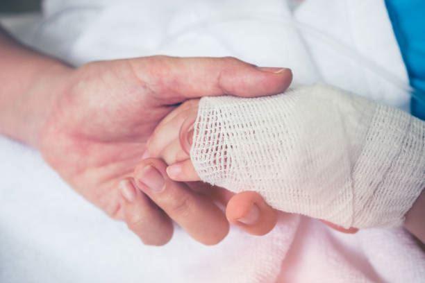 نفیسه ۵ ساله از نوزادی مبتلا به بیماری نقص دیواره بطن قلب می باشد.