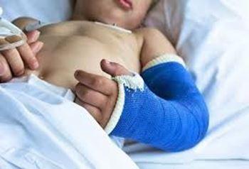 علی ۱ ساله مبتلا به بیماری سندروم دان می باشد و در بیمارستان بستری شده است.