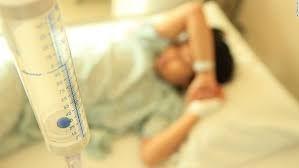 حسنا ۸ ساله با تشخیص فلج از دوپا وعدم هضم غذا در بیمارستان بستری شد.