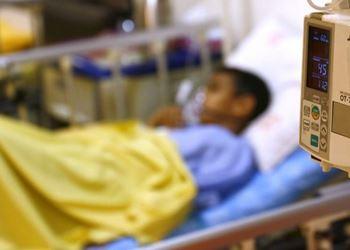 محمدصادق ۵ساله به دلیل یک سانحه پیوند روده انجام داده است.