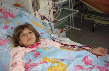 سمیرا دهساله به دلیل بیماری کلیوی بستری شده است.