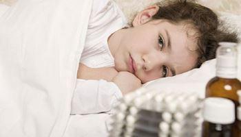 فاطمهزهرا چهارساله به دلیل عفونت روده بستری شده است.