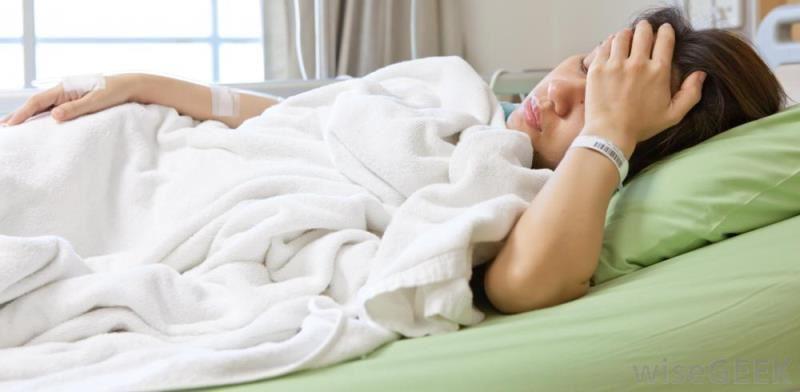 دنیا دوازدهساله به دلیل عفونت وبیحالی بستری شده است.