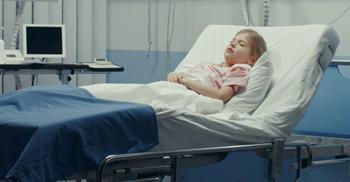 فائزه سیزدهساله به دلیل بیماری آپاندیس بستری شده است.