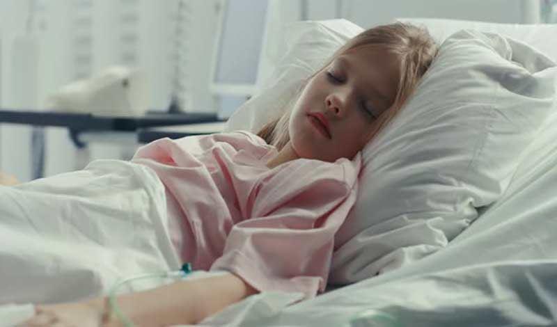 معصومه سیزده ساله به دلیل ابتلا به سندرم گیلنبارهبستری شده است.