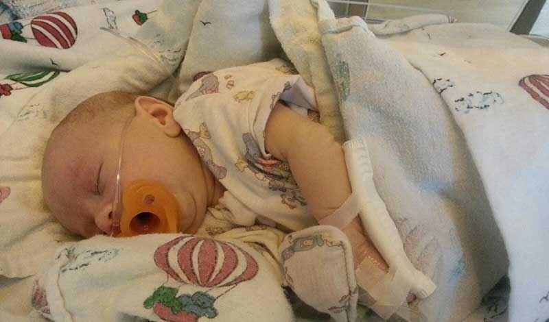 محمدعمر تازه متولد به دلیل آنمی بستری شده است.