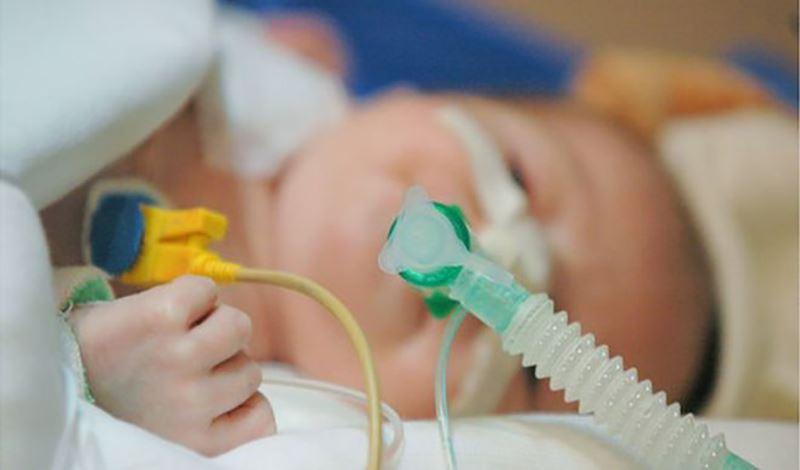آرش تازه متولد به دلیل مشکل قلبی بستری شده است.