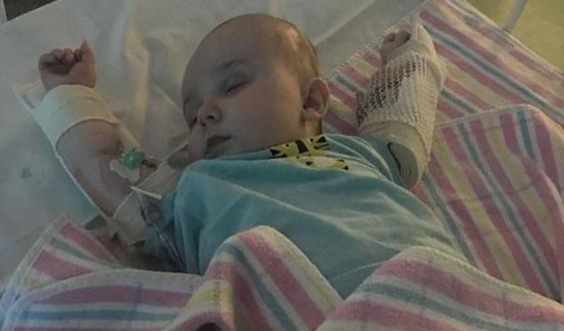 یاسین هشت ماهه به دلیل سندرم نفروتیک بستری شده است.