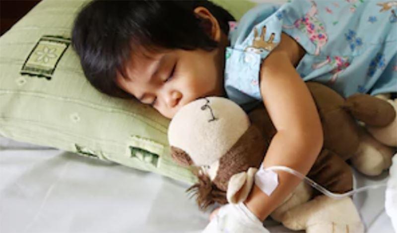 طناز پنج ساله به دلیل عفونت ادراری و مشکل کلیه بستری شده است.