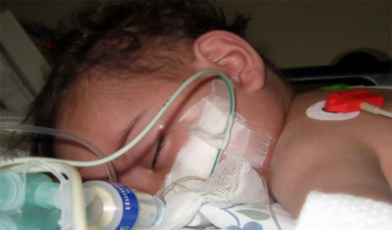 فاطمه سه ماهه به دلیل تشنج و دیسترس تنفسی بستری شده است.
