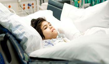 طاها هفت ساله به دلیل مننژیت بستری شده است.