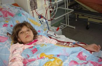 معصومه دهساله به دلیل عفونت خون بستری شده است.
