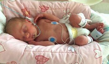 نوزاد یکماهه به دلیل عفونت خون بستری شده است.