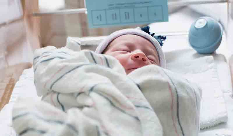 نوزادتازه متولدبه دلیلنارس بودن بستری شده است.