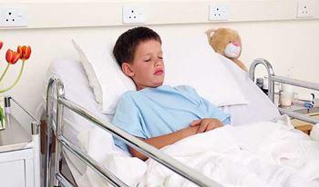 امیرحسین دوازدهساله به دلیل نارسایی غدد فوق کلیوی بستری شده است.