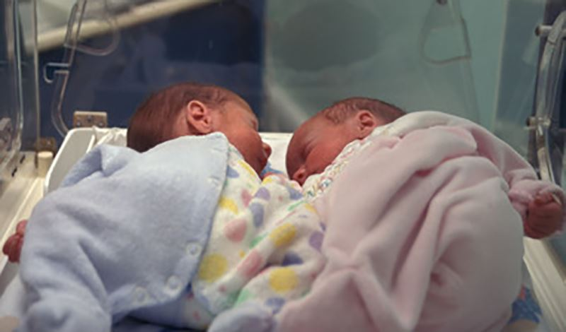 نوزاد قل2 تازهمتولدبه دلیل نارس بودن بستری شده است.