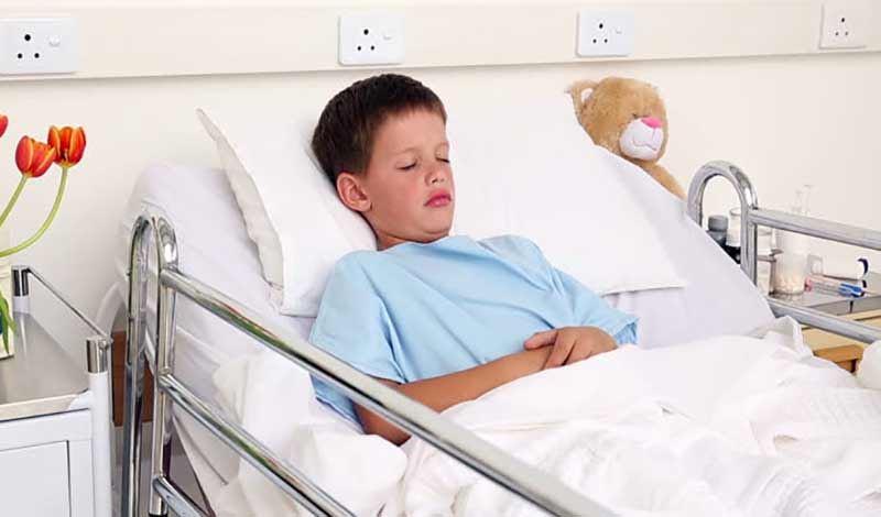 فرزاد پانزدهساله به دلیلتورم دست و پا بستری شده است.