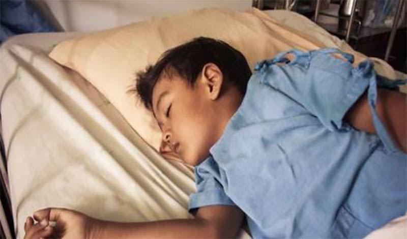 آرتین چهارساله به دلیلشکستگی سر بستری شده است.