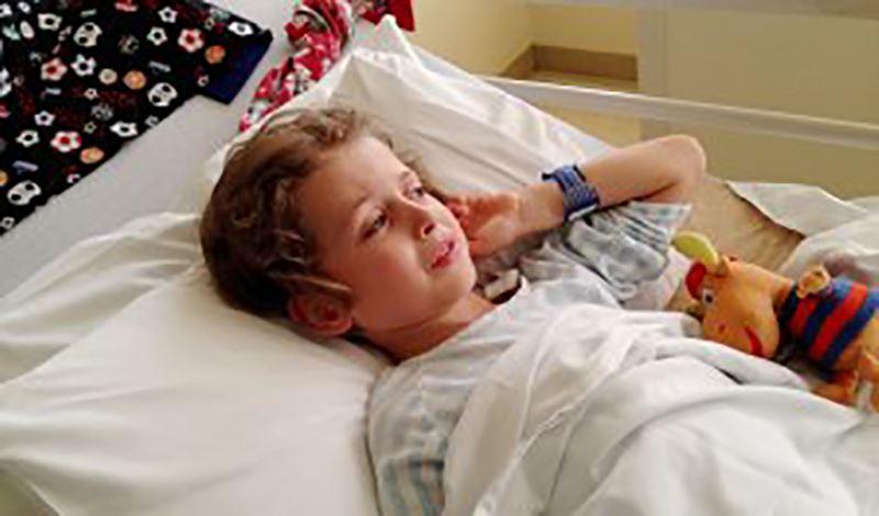 سامیار پنجسالهبه دلیل تروما به سر بستری شده است.